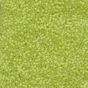 Miyuki Delica Perlen 2,2mm DBM0860 transparent rainbow matte Chartreuse 7,2 Gr.