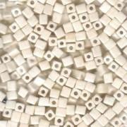 Miyuki Würfel Perlen, Cube, Square Beads 1,8mm 0421 opaque luster Eggshell 12gr