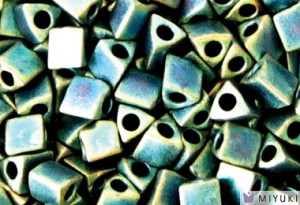 Miyuki Perlen Sharp Triangle Beads 2,5mm 2008 metallic matt rainbow Turqouise  Light Green 13 Gr.