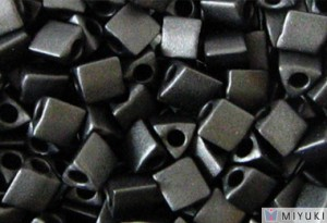 Miyuki Perlen Sharp Triangle Beads 2,5mm 0401F opaque matt Black 13 Gr.